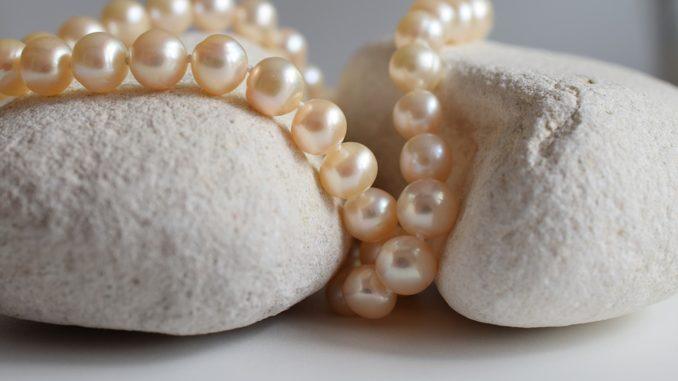Šperky, které se budou nosit na podzim. Na co vsadit?