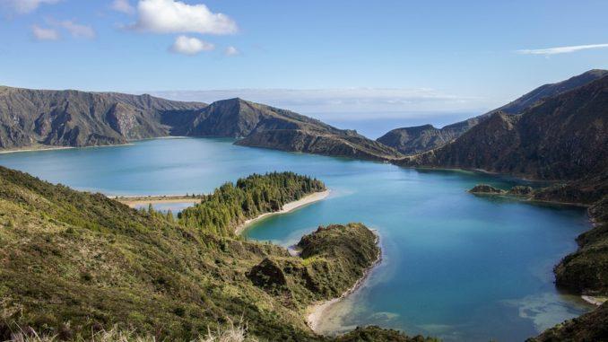 Cesta do ráje. Azory vás okouzlí bohatou zelení